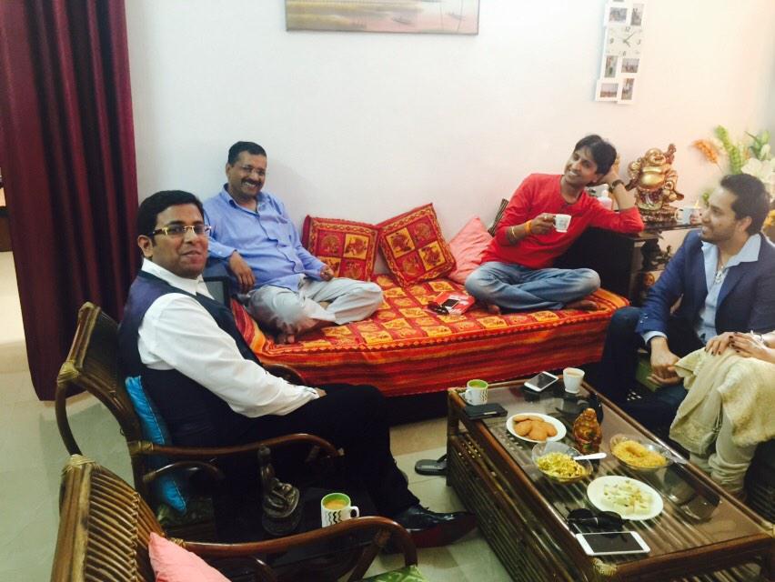 Arvind-kejriwal-mika-singh-filmymantra