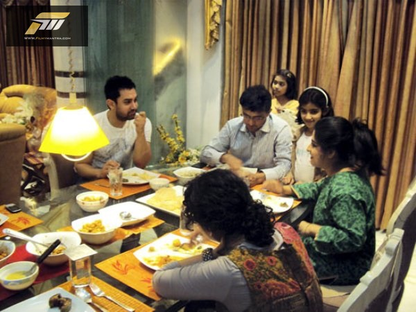 Ganguly-and-His-Family-take-dinner-with-filmstar-Aamir-Khan