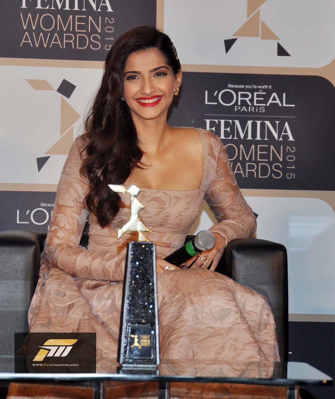 glamorous-sonam-kapoor-launches-leal-paris-femina-women-awards-2015