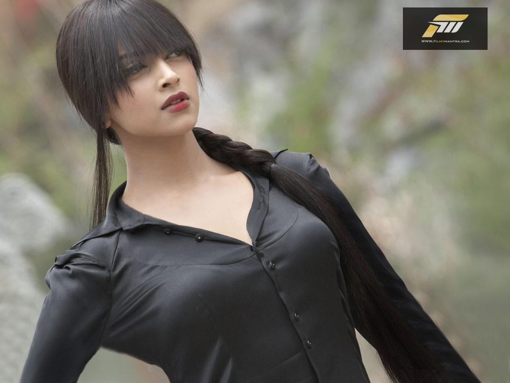 super-sexy-deepika-padukone-pics_4165
