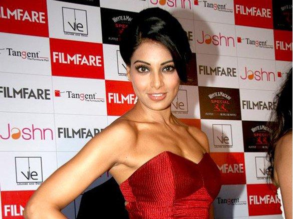Bipasha_Basu_at_the_launch_of_Filmfare_6