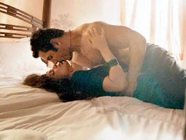 7 Steamiest Bedroom Scenes In Bollywood History - Page 5 -8434
