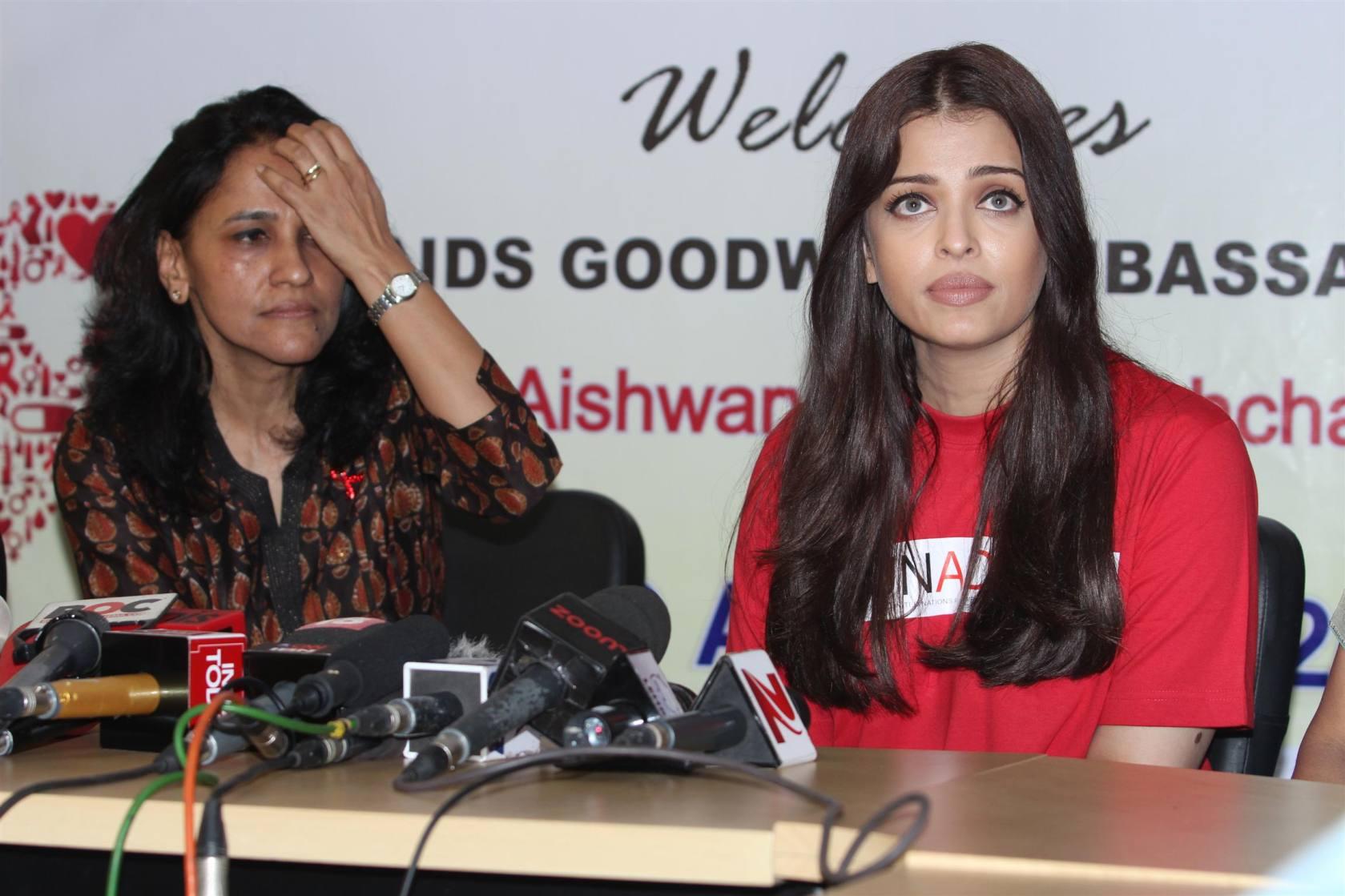 Aishwarya Rai Bachchan visits Cooper Hospital