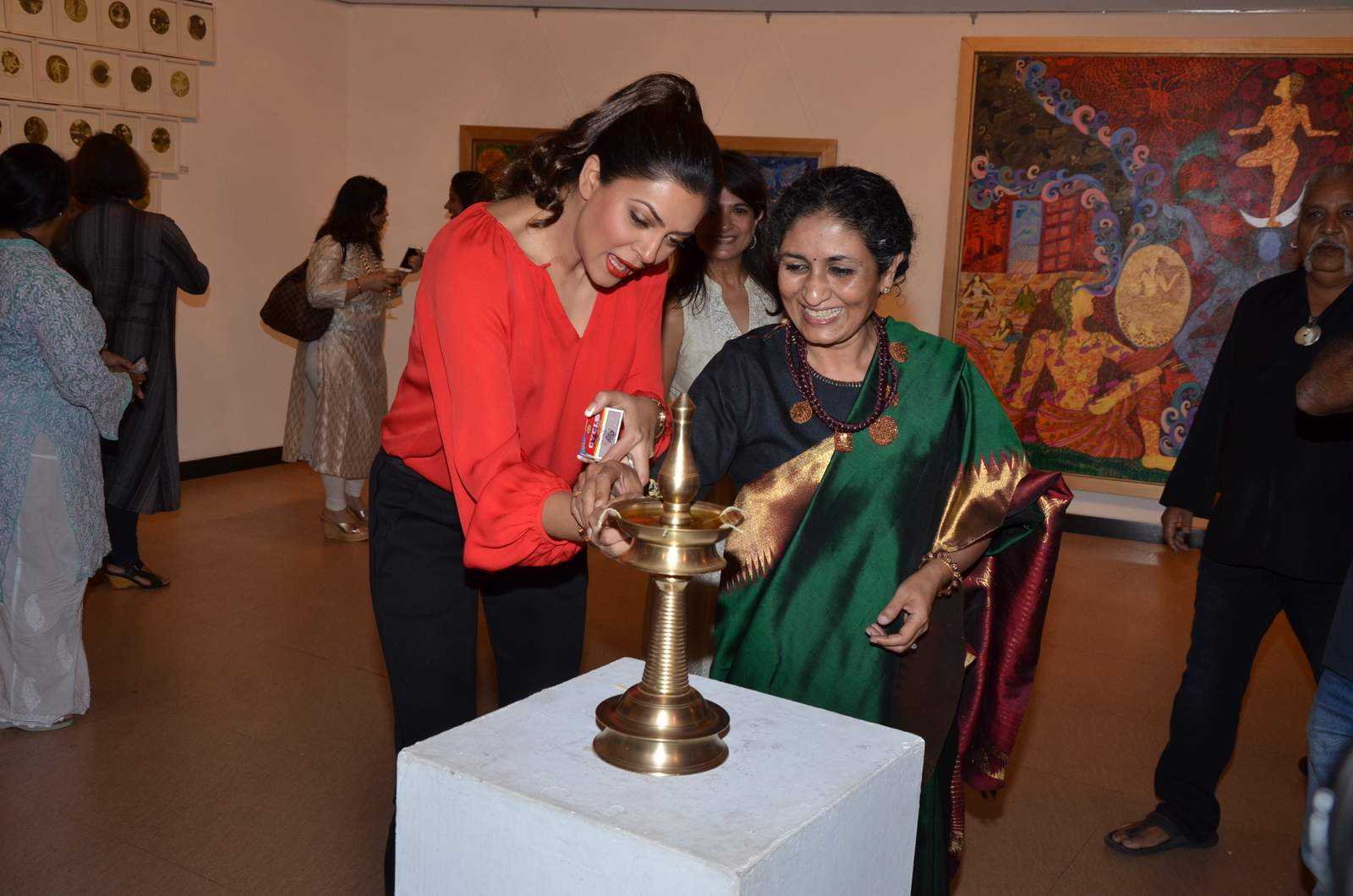 Sushmita Sen at Seema Kohli's exhibition inauguration event