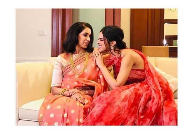 Deepika Padukone with Ujjala Padukone