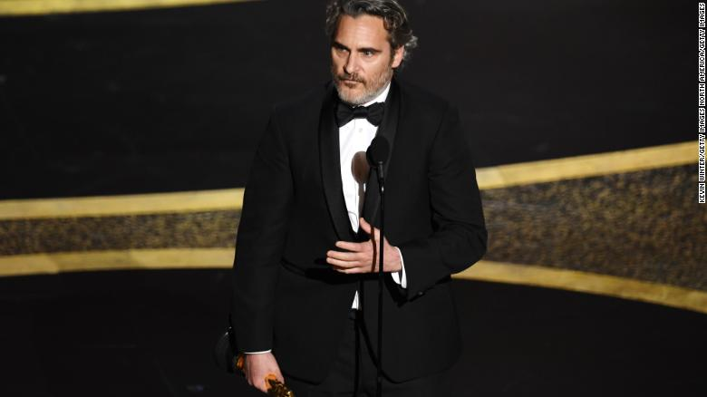 Joaquin Phoenix accepts the Actor In A Leading Role award