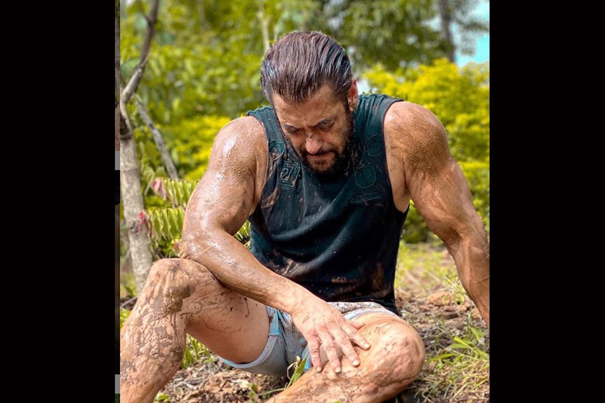 Salman Khan honours farmers in this unique way!